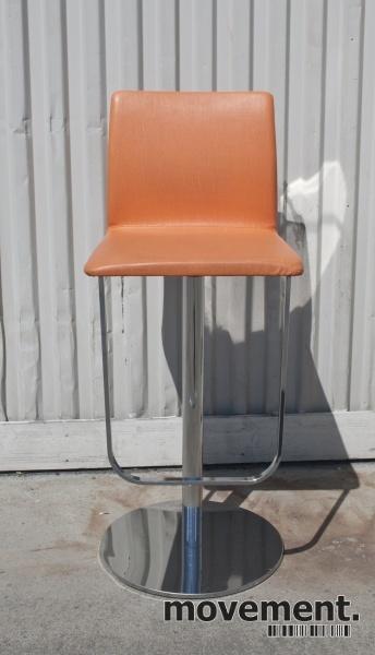 Barkrakk barstol svingstol i krommed trekk i oransje