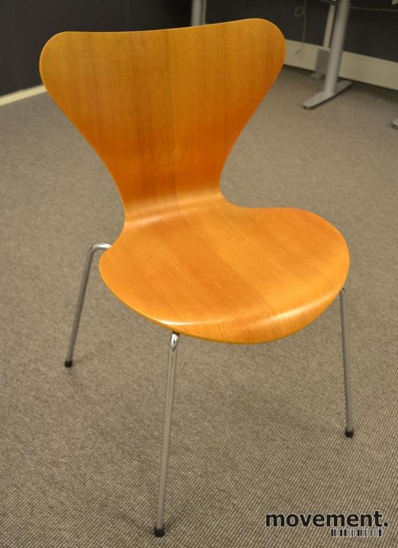 Arne Jacobsen 7er stol syver stol,model 3107, i hvitt