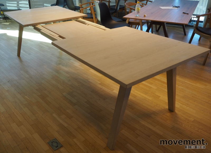 Konferansebord spisebord i hvitoljeteikefiner med 2 stk
