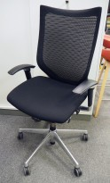 Knoll life kontorstol på hjul med sortsete og mesh rygg